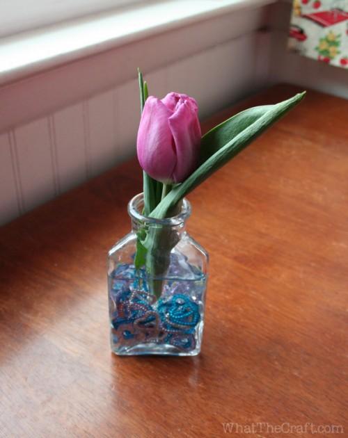 tulip_sequin_centerpiece_sparkle_jar_diy