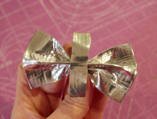 duct_tape_bow_10
